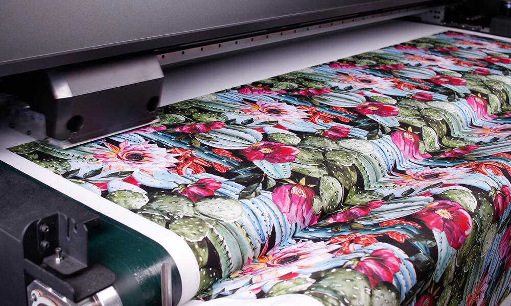 Wir drucken mit japanischen, geruchlosen Pigment-Tinten auf Wasserbasis, die extra für den Textildruck gefertigt wurden.