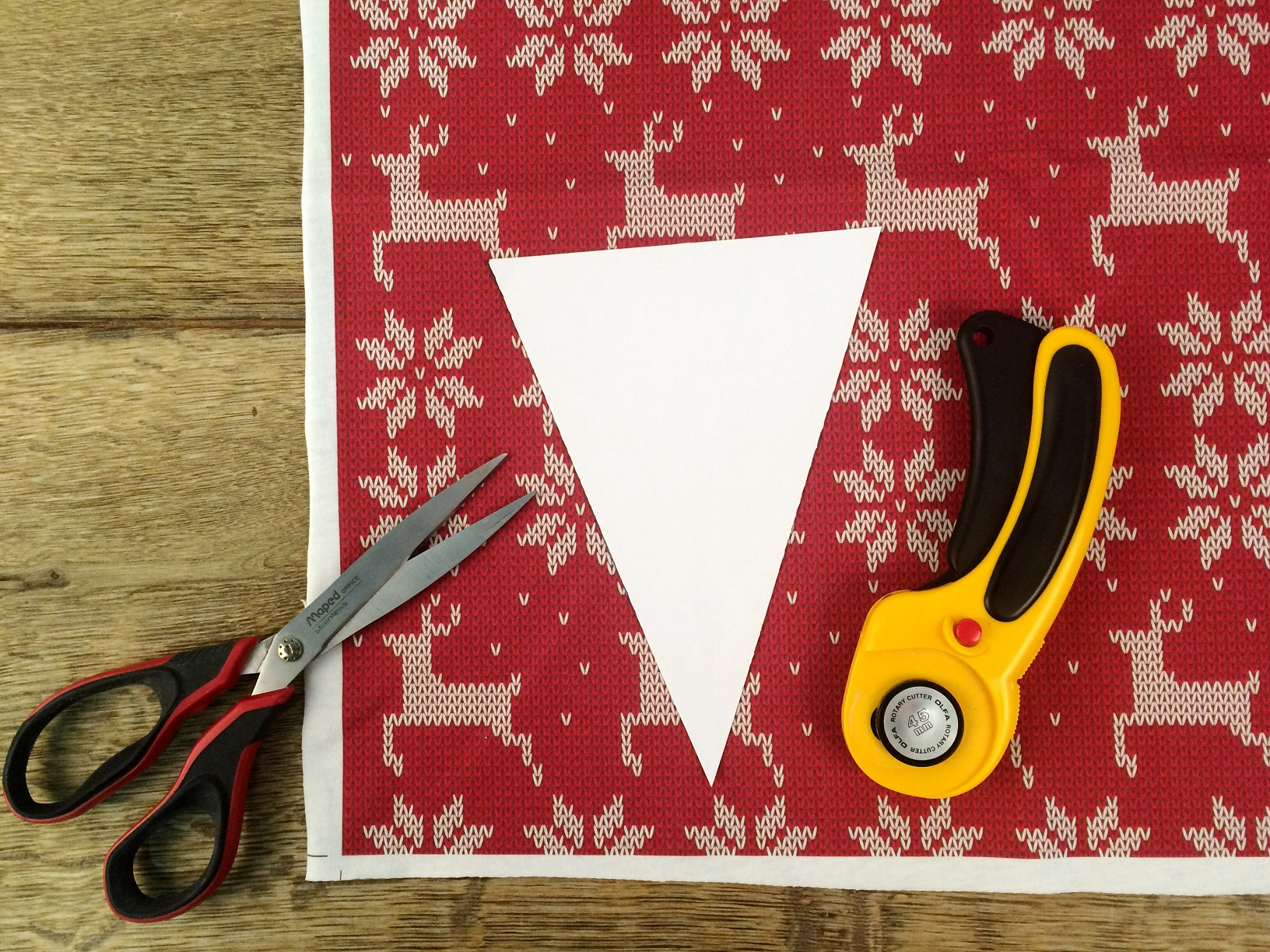 DIY Christmas garland made from fabric scraps
