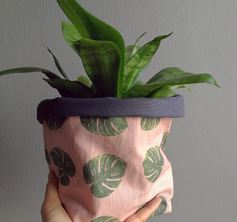 Plant pot holder made of printed cotton