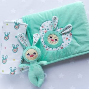 Handsewn baby sets by Pidida