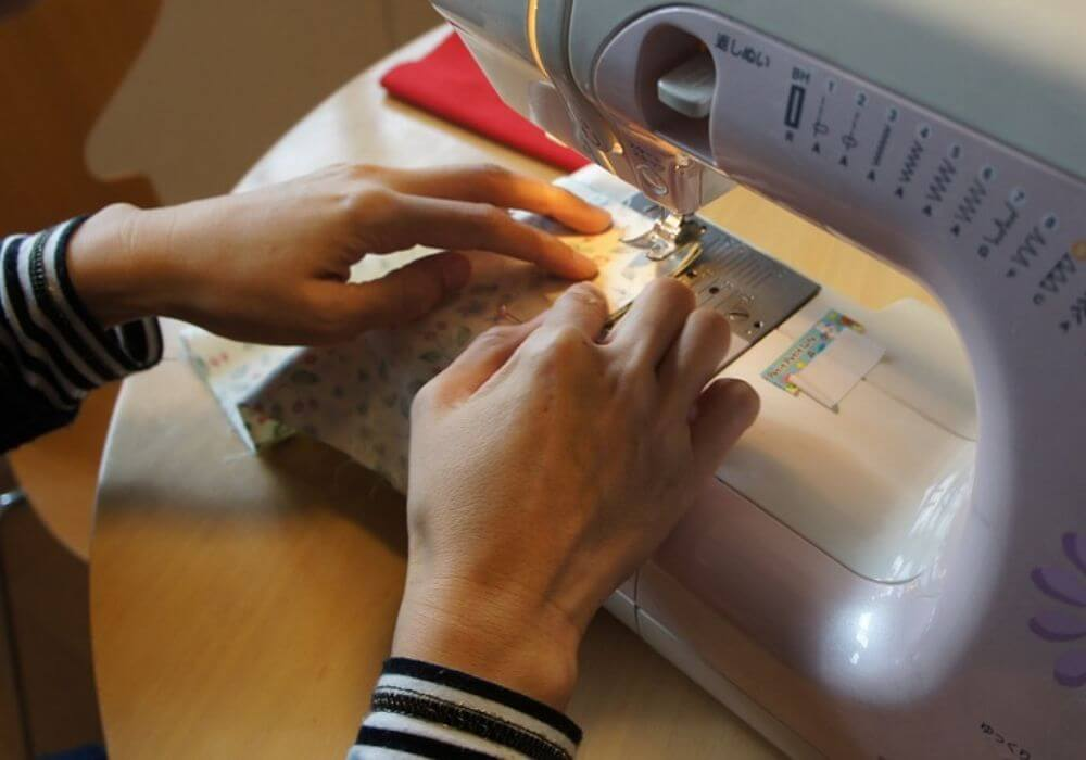 how to choose sewing machine - tips