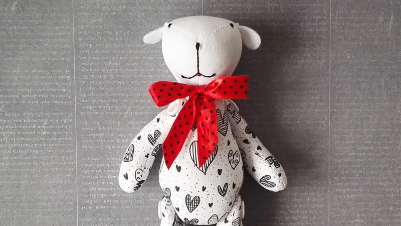 What fabrics to choose for sewing soft toys?