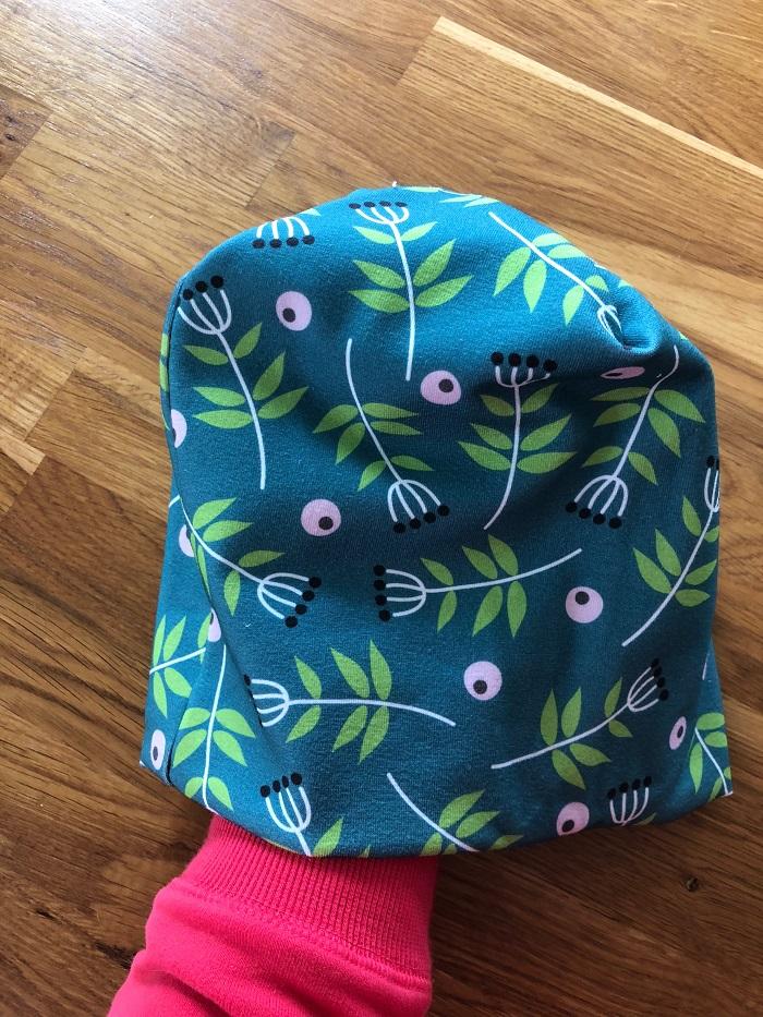 czapka uszyta z dzianiny