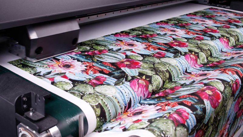 Drukowanie na materiałach – jaką technologię druku wybrać?