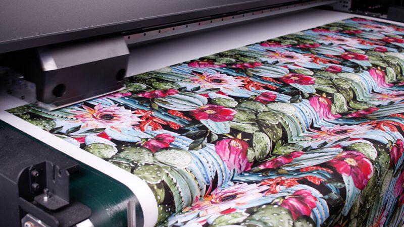Druk pigmentowy na tkaninie – dlaczego rośnie w siłę?
