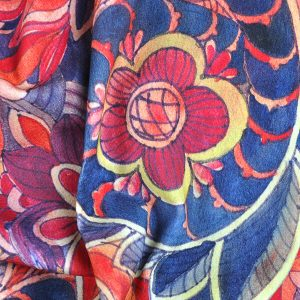 Egzotyczna szafa i wnętrze – materiały do szycia z wzorem orientalnym
